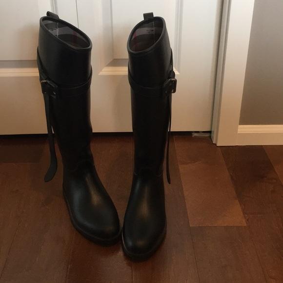 85fb4c8bafd Black Burberry Equestrian Rainboots